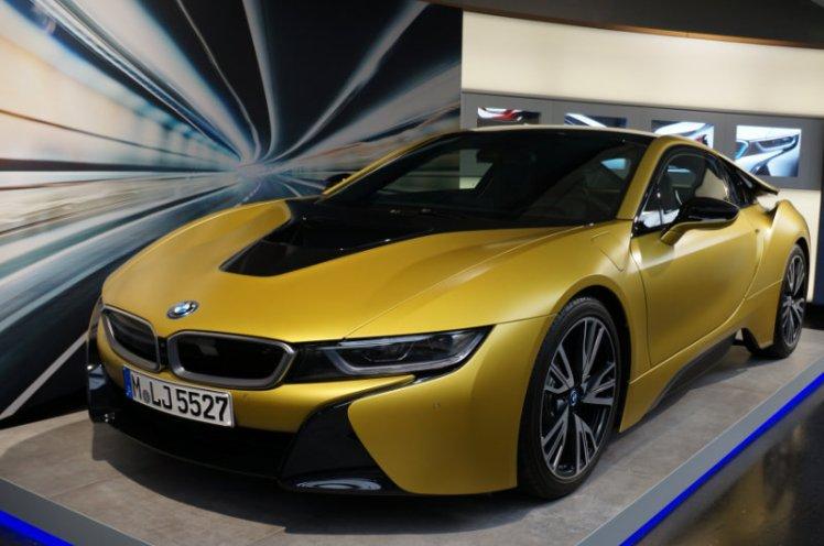 Gold i8 BMW