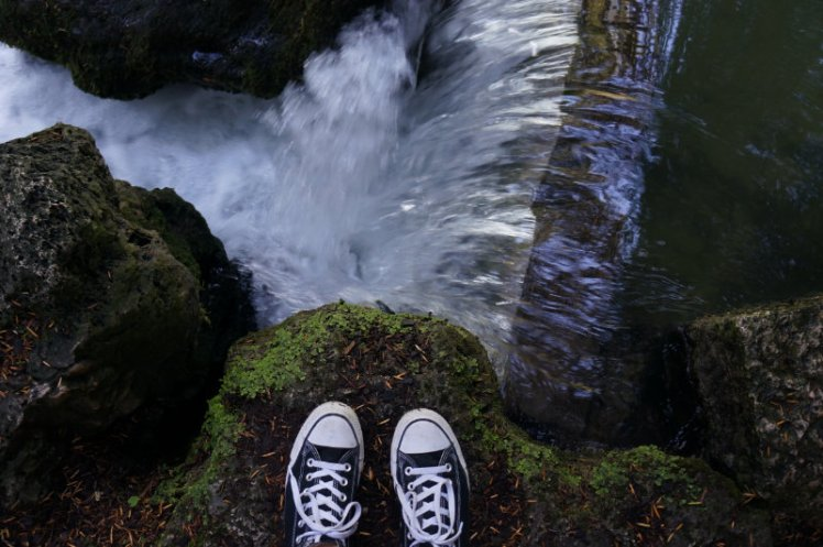 English Park waterfall with Converse.